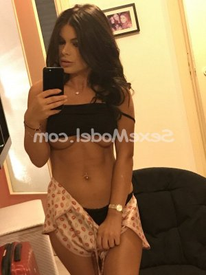 Anelise escort girl à Saint-Jacques-de-la-Lande