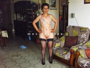 Monette massage escorte girl